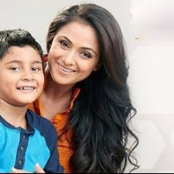 Simran introduces her son to Kollywood
