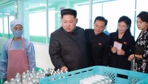 सौंदर्य उत्पाद के बीच किम जोंग और उनकी पत्नी | Kim Jong-Un visits cosmetics factory with wife and sister