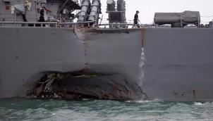 सिंगापूर के पास अमरीकी नौसेना जहाज और तेल टैंकर की टक्कर | US Navy ship and oil tanker collide near Singapore